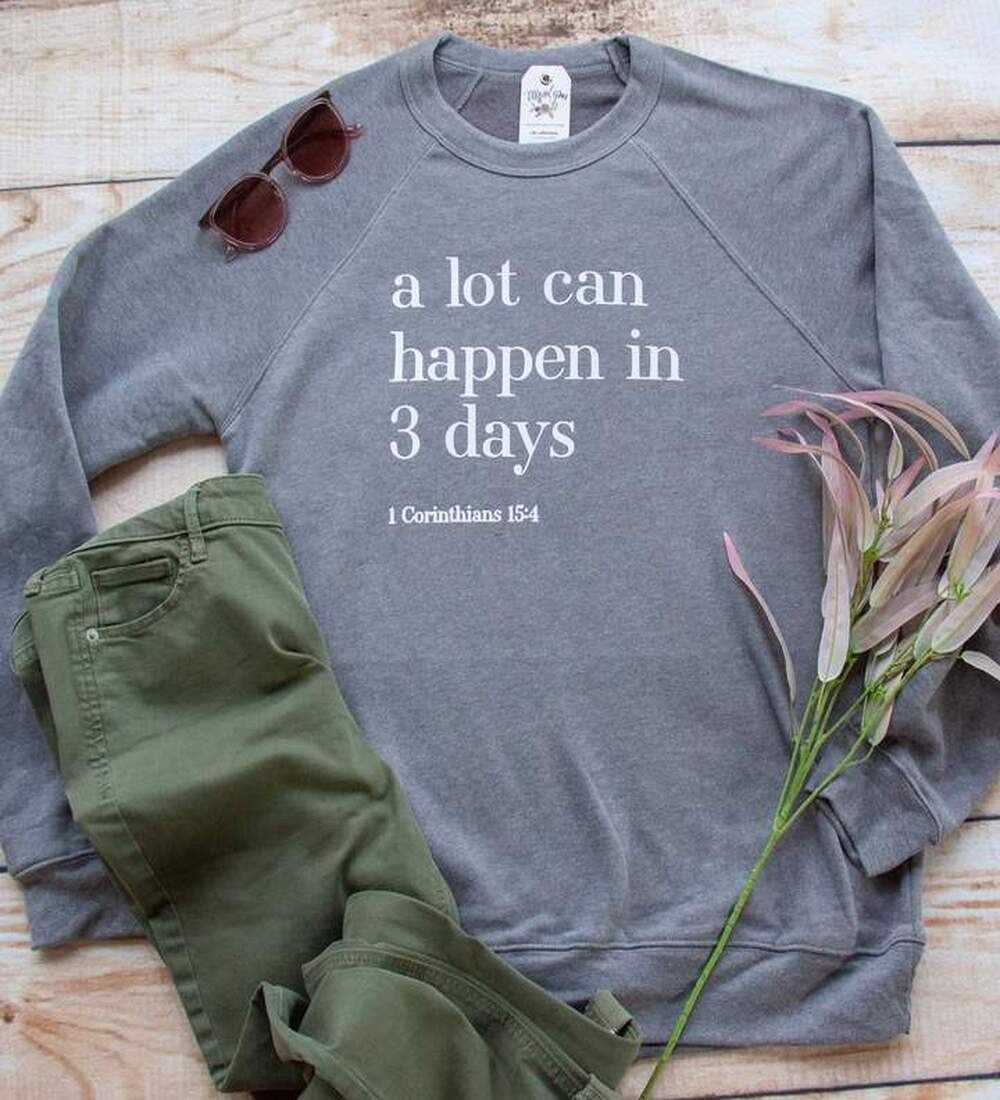 A LOT CAN HAPPEN IN 3 DAYS PREMIUM FLEECE PULLOVER